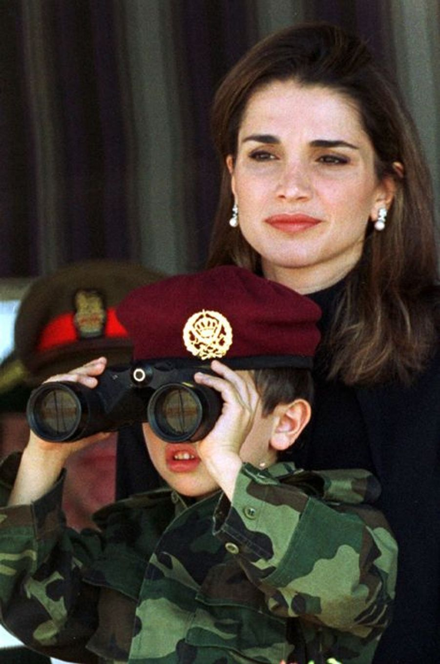 Le prince Hussein avec sa mère Rania, le 14 novembre 1999