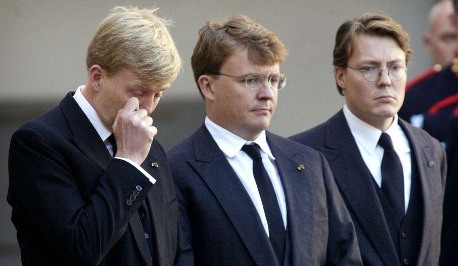 Johan Priso est au centre, entre Willem Alexander et Constantijn.