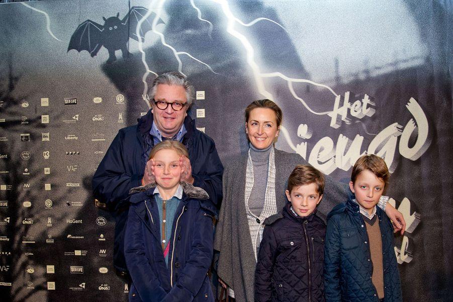 Le prince Laurent et la princesse Claire avec Louise, Nicolas et Aymeric à Anvers, le 14 février 2015