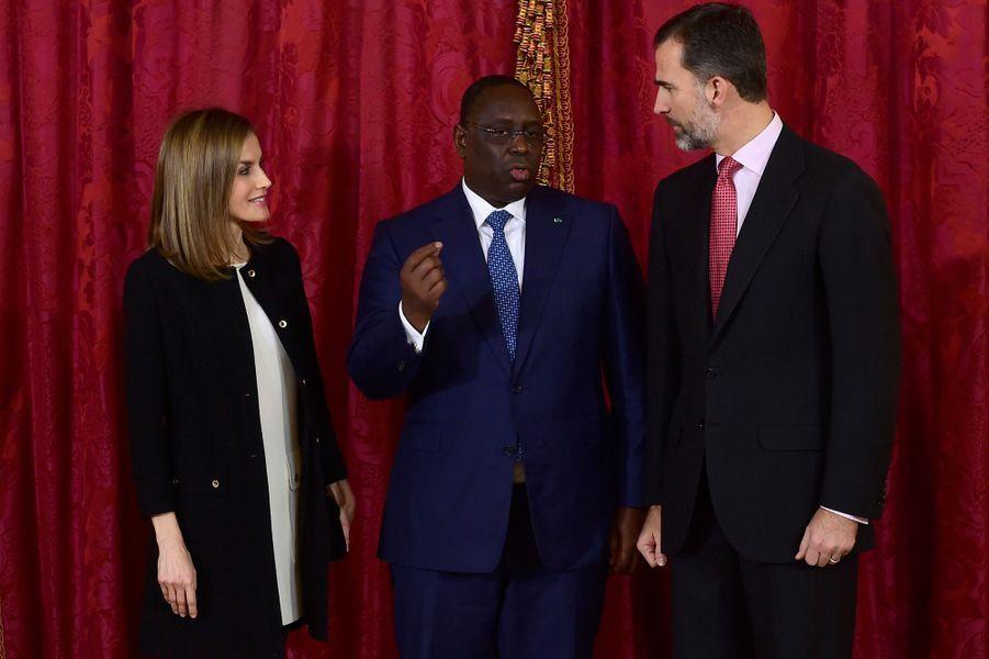 Le roi Felipe VI d'Espagne et la reine Letizia avec Macky Sall à Madrid, le 15 décembre 2014