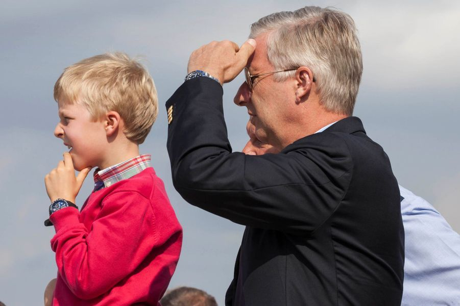 Le roi Philippe de Belgique et le prince Emmanuel aux Belgian Air Force à Peer le 15 septembre 2014