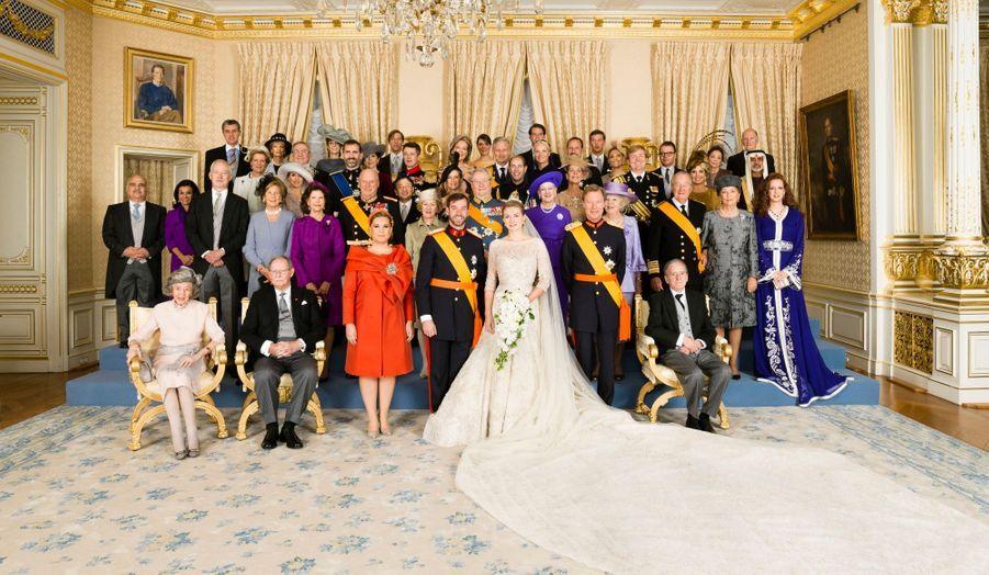 Les mariés, leurs familles, leurs invités royaux