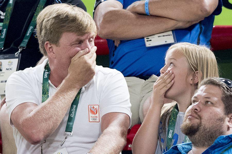 Pour la deuxième semaine des JO de Rio, la reine Maxima et les princesses Catharina-Amalia, Alexia et Ariane ont rejoint le roi Willem-Alexander des Pays-Bas. Tous les cinq ont assisté, avec enthousiasme, aux épreuves mettant en compétition des athlètes néerlandais, dès ce samedi 13 août.