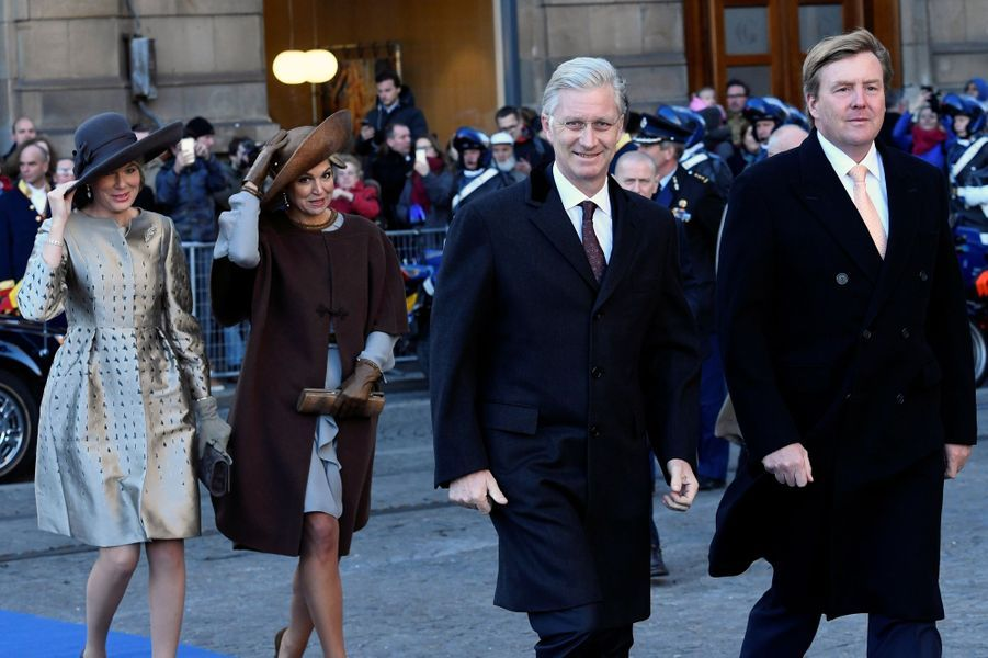 La plus synchronisée - Ce lundi 28 novembre, le roi des Belges Philippe et la reine Mathilde ont débuté une visite d'Etat sur les terres du roi Willem-Alexander et de la reine Maxima des Pays-Bas.