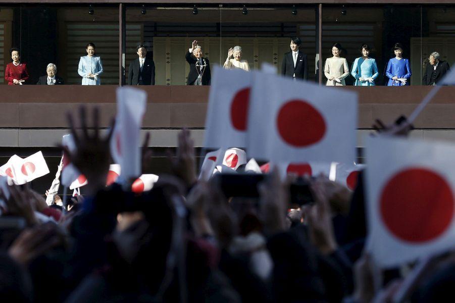 La famille impériale du Japon au balcon du Palais royal à Tokyo, le 2 janvier 2016