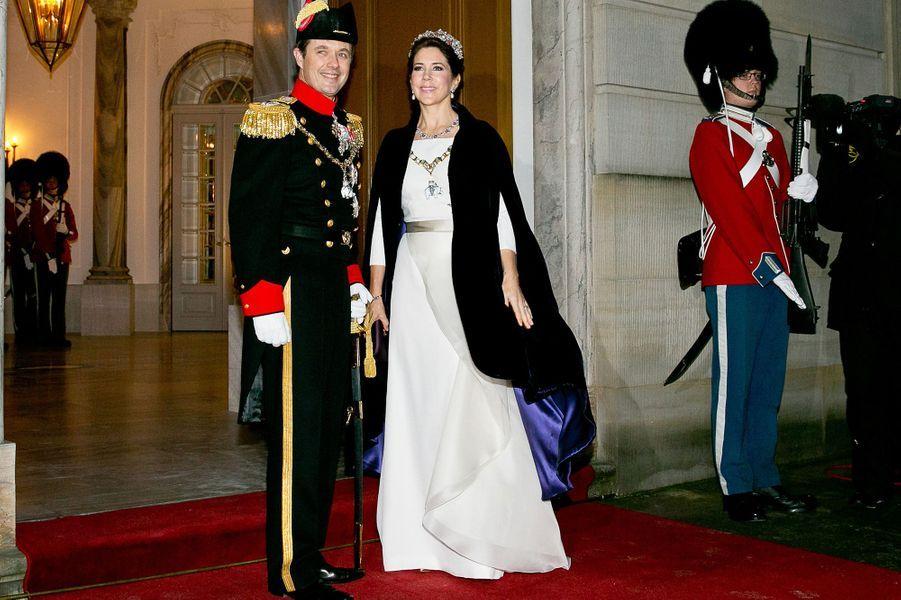 Le prince Frederik et la princesse Mary arrivent au dîner de gala du Nouvel An à Copenhague, le 1er janvier 2015