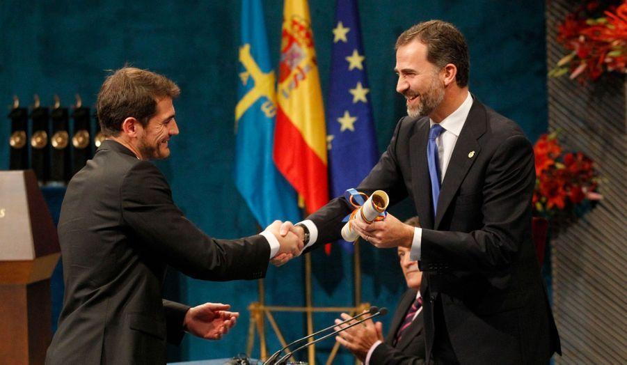 Iker Casillas est le célèbre gardien de l'équipe nationale espagnole de football et du Real de Madrid.
