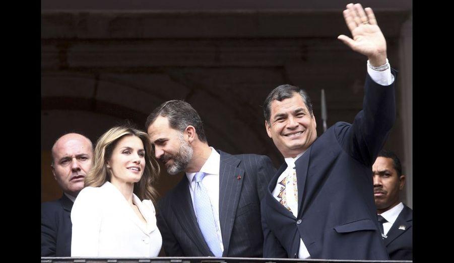 Letizia et Felipe au balcon avec le président équatorien Rafael Correa