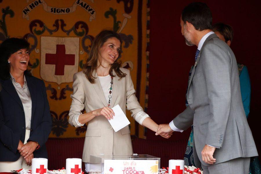 Letizia & Felipe, un duo de tendresse pour la Croix-Rouge