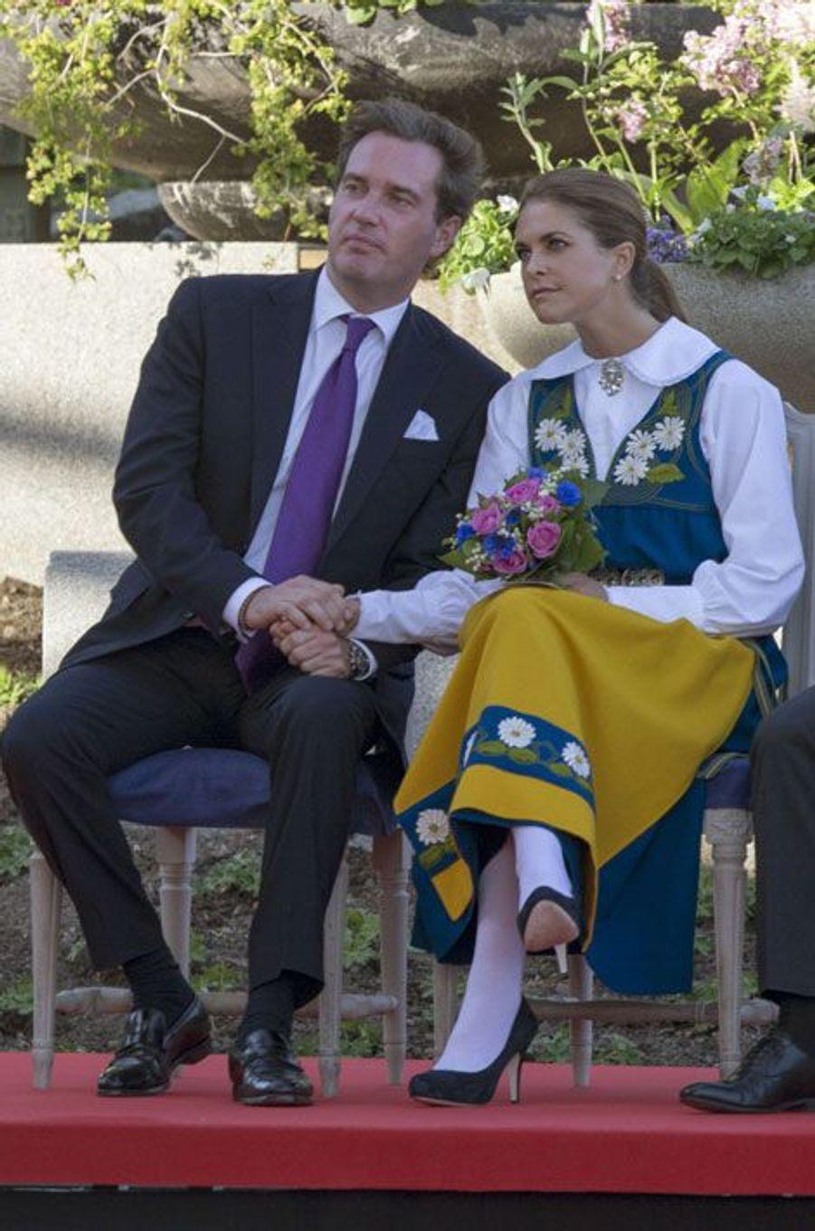 En tenue traditionnelle pour la fête nationale de Suède, en juin 2013