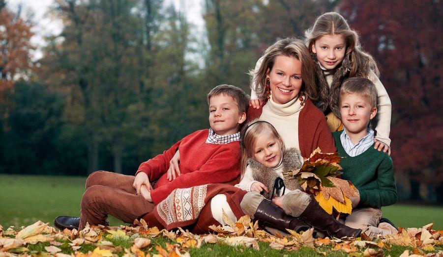 La princesse et ses enfants (de g.à dr.) : le prince Gabriel, la princesse Éléonore, la princesse Elisabeth et le prince Emmanuel.