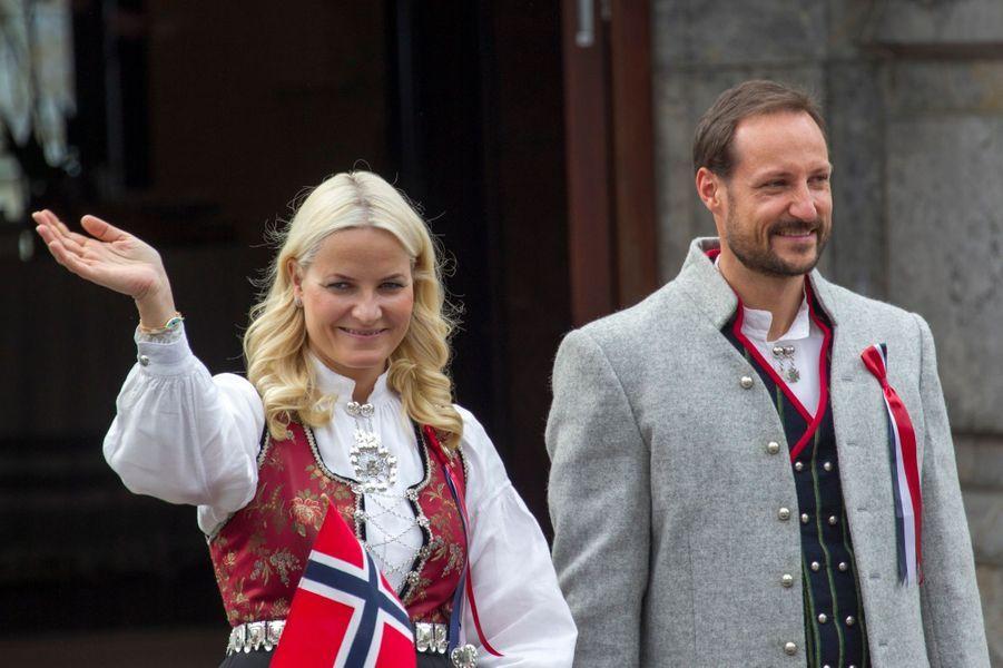 Mette-Marit et Haakon fêtent la Norvège en famille
