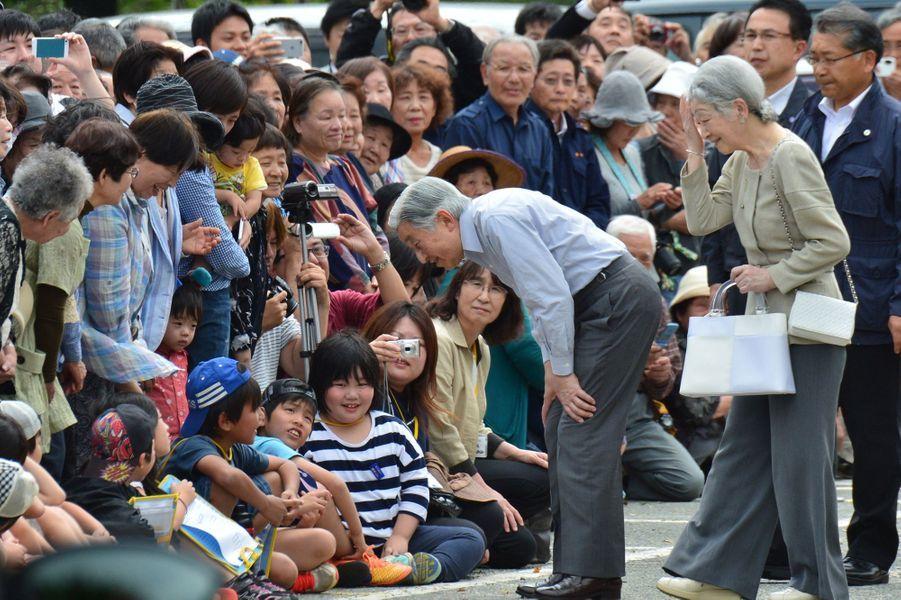 L'impératrice Michiko et l'empereur Akihito du Japon à Minamiaso, le 19 mai 2016