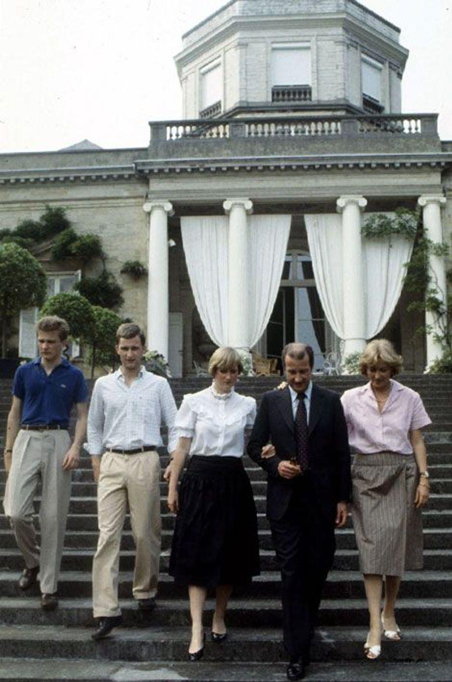 La reine Paola et le roi Albert II, avec la princesse Astrid et les princes Philippe et Laurent