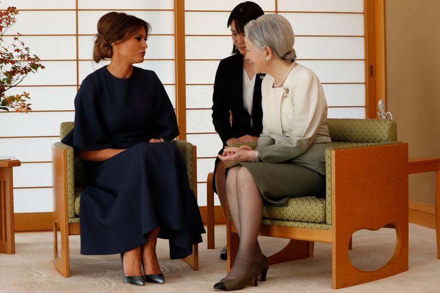 CASA IMPERIAL DE JAPÓN - Página 6 Michiko-Et-Akihito-Du-Japon-Avec-Melania-Et-Donald-Trump-A-Tokyo-Le-6-Novembre-2017-10