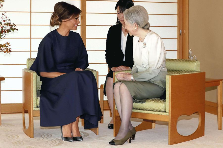 CASA IMPERIAL DE JAPÓN - Página 6 Michiko-Et-Akihito-Du-Japon-Avec-Melania-Et-Donald-Trump-A-Tokyo-Le-6-Novembre-2017-13