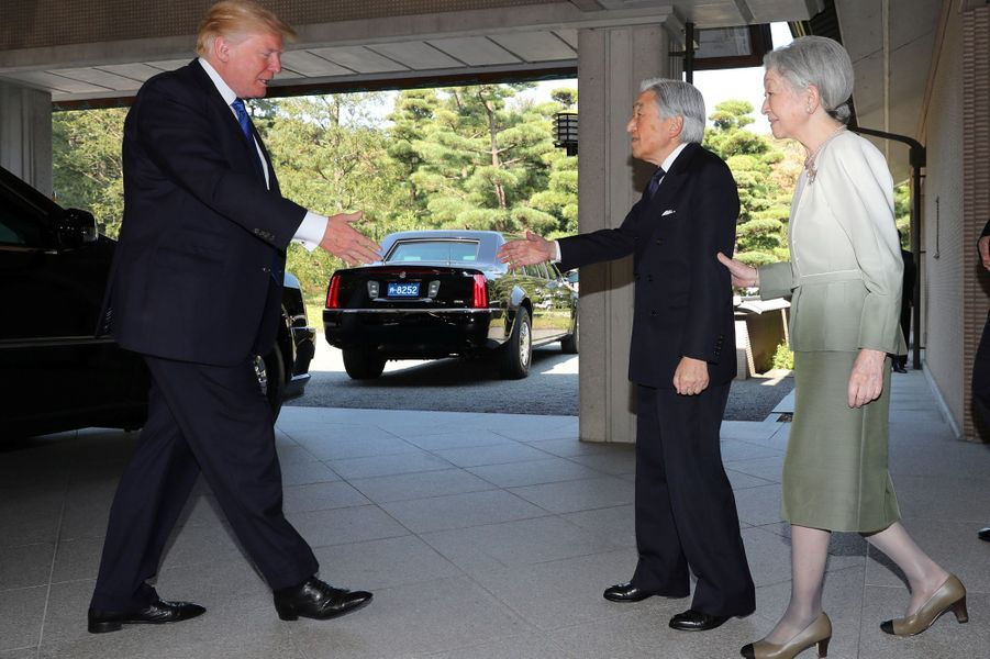 CASA IMPERIAL DE JAPÓN - Página 6 Michiko-Et-Akihito-Du-Japon-Avec-Melania-Et-Donald-Trump-A-Tokyo-Le-6-Novembre-2017-5