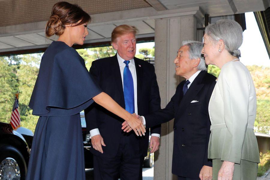 CASA IMPERIAL DE JAPÓN - Página 6 Michiko-Et-Akihito-Du-Japon-Avec-Melania-Et-Donald-Trump-A-Tokyo-Le-6-Novembre-2017-6