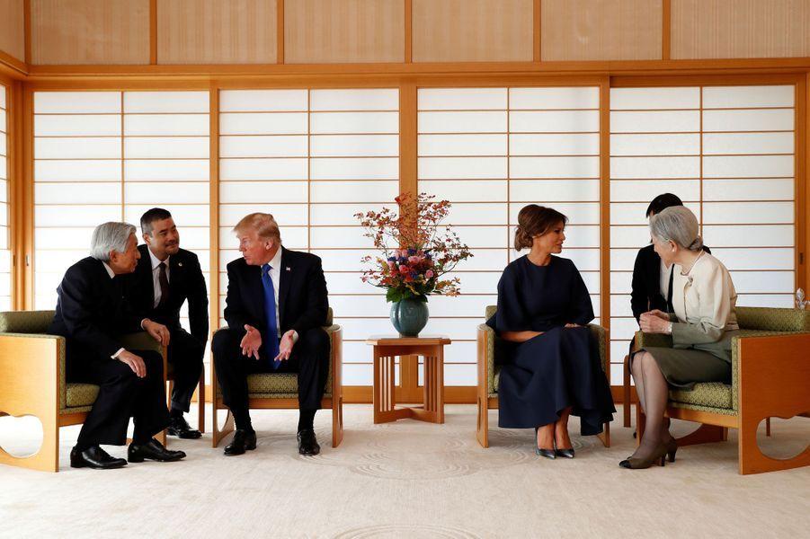 CASA IMPERIAL DE JAPÓN - Página 6 Michiko-Et-Akihito-Du-Japon-Avec-Melania-Et-Donald-Trump-A-Tokyo-Le-6-Novembre-2017-7