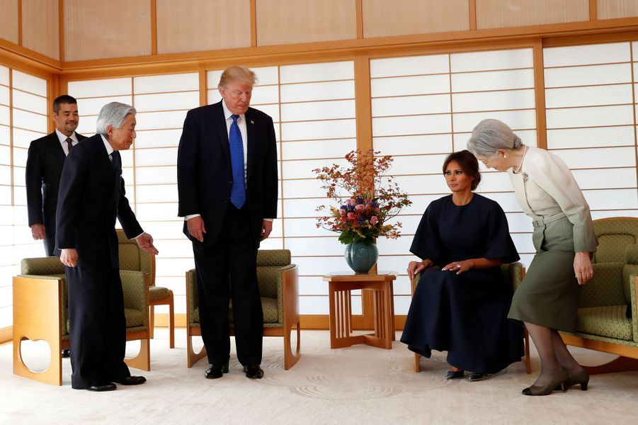 CASA IMPERIAL DE JAPÓN - Página 6 Michiko-Et-Akihito-Du-Japon-Avec-Melania-Et-Donald-Trump-A-Tokyo-Le-6-Novembre-2017-9