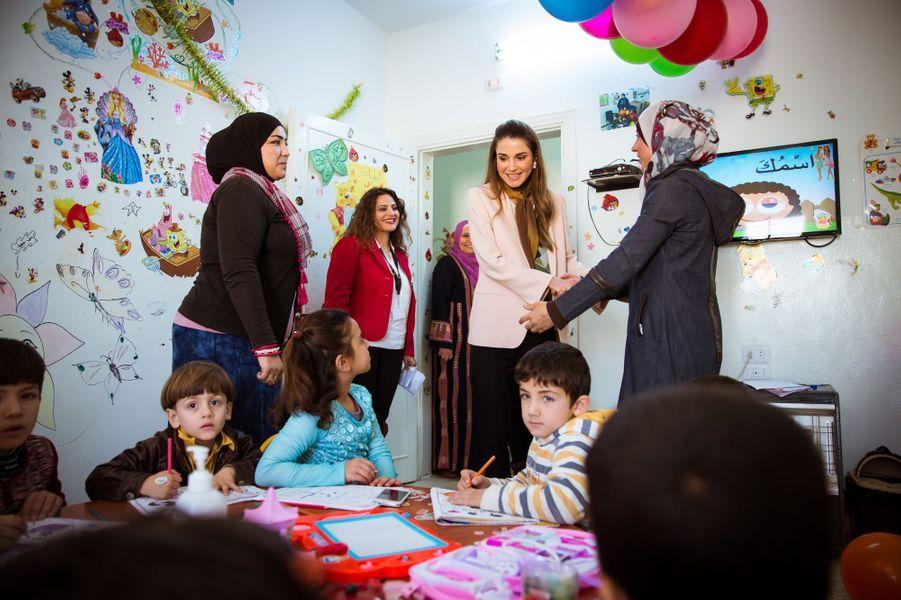 La reine Rania de Jordanie à Ramtha, le 23 mars 2016