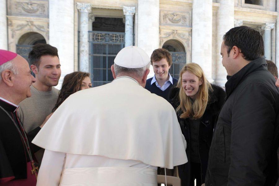 ... ont rencontré le pape le jour de la St Valentin. Ils ont annoncé leur mariage deux jours plus tard.