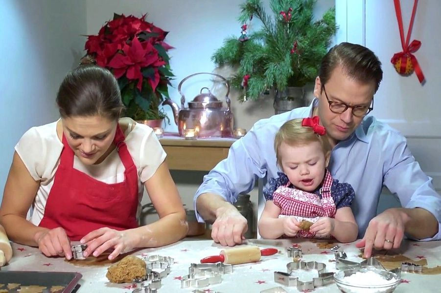 Estelle de Suède, atelier gâteau avec papa maman