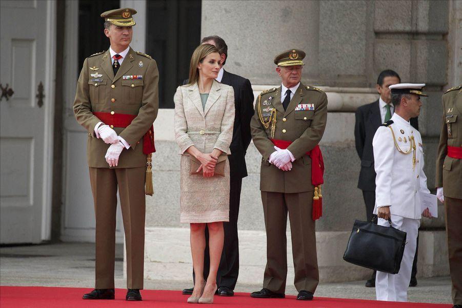 Letizia et Felipe, un couple royal honoré par l'armée