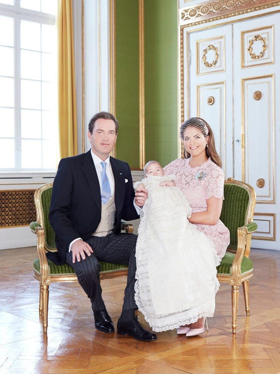 Photo officielle avec ses parents la princesse Madeleine et Chris O'Neill