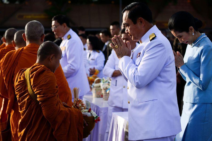 Le Premier ministre thaïlandais lors de la cérémonie pour les 85 ans de la reine Sirikit à Bangkok, le 12 août 2017