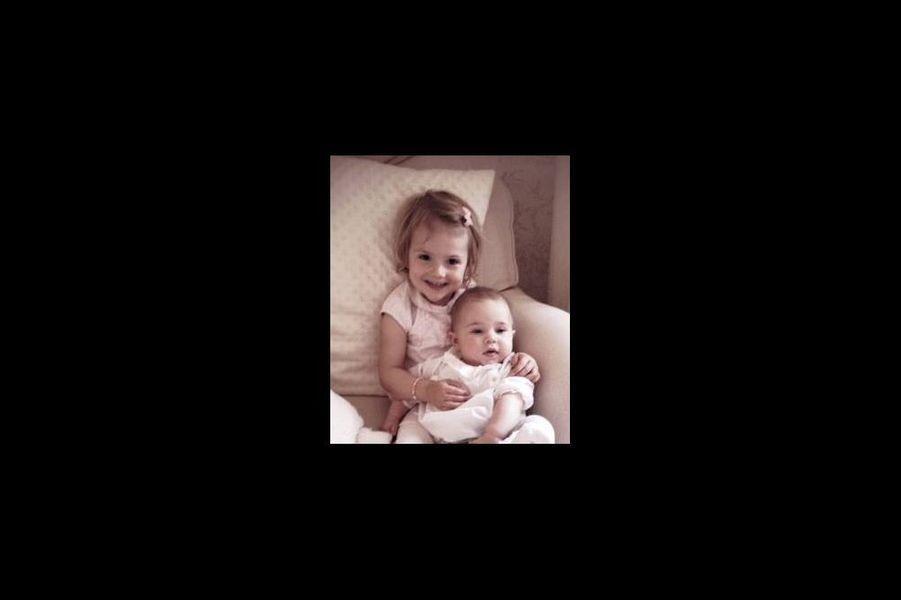 Photo de la princesse Leonore et de sa cousine Estelle, postée sur Facebook par Madeleine de Suède