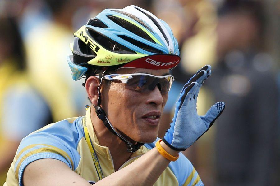Le prince héritier fait sa promo en vélo