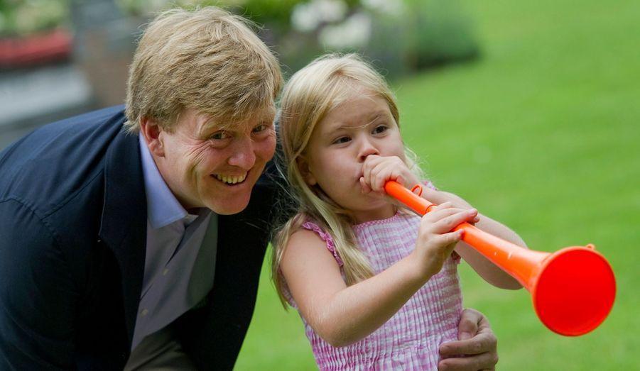 Avec Catharina-Amalia et sa vuvuzela orange pour la Coupe du monde 2010