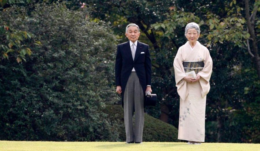 L'empereur du Japon Akihito et l'impératrice Michiko arrivent à la Garden Party organisée à Tokyo.