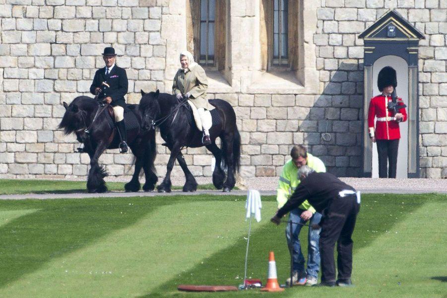 La reine Elizabeth II à Windsor, le 7 avril 2015