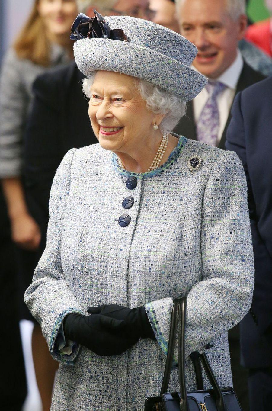 La reine Elizabeth II tout sourire à Aberdeen, le 29 septembre 2017
