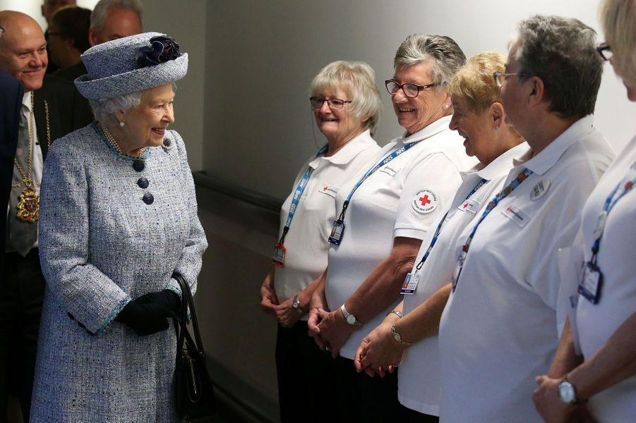 La reine Elizabeth II à l'Aberdeen Royal Infirmary, le 29 septembre 2017