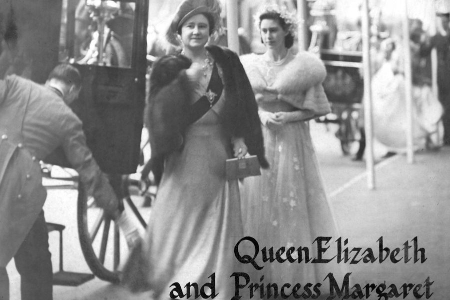 La mère et la soeur de la mariée, la reine consort Elizabeth et la princesse Margaret, à Londres le 20 novembre 1947