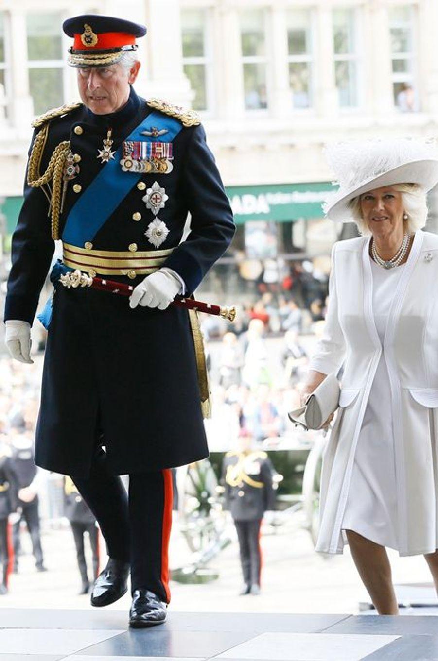Le prince Charles et Camilla arrivent à la cathédrale St Paul à Londres, le 18 juin 2015