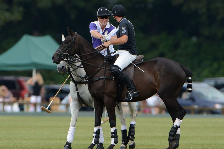 Avant le Royal Baby, le prince William joue au polo