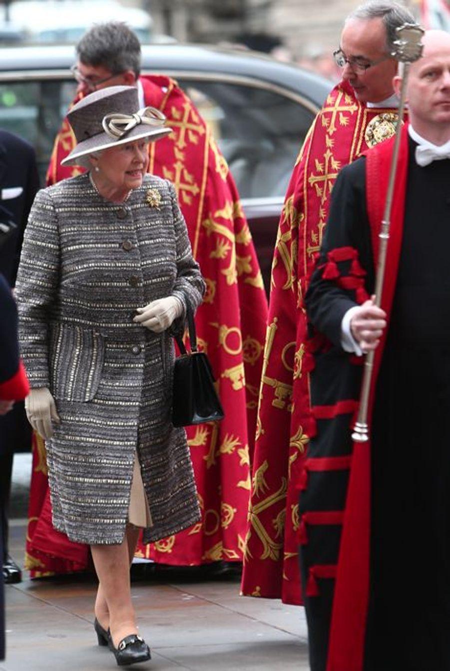 La reine Elizabeth II arrive à l'abbaye de Westminster, le 24 novembre 2015