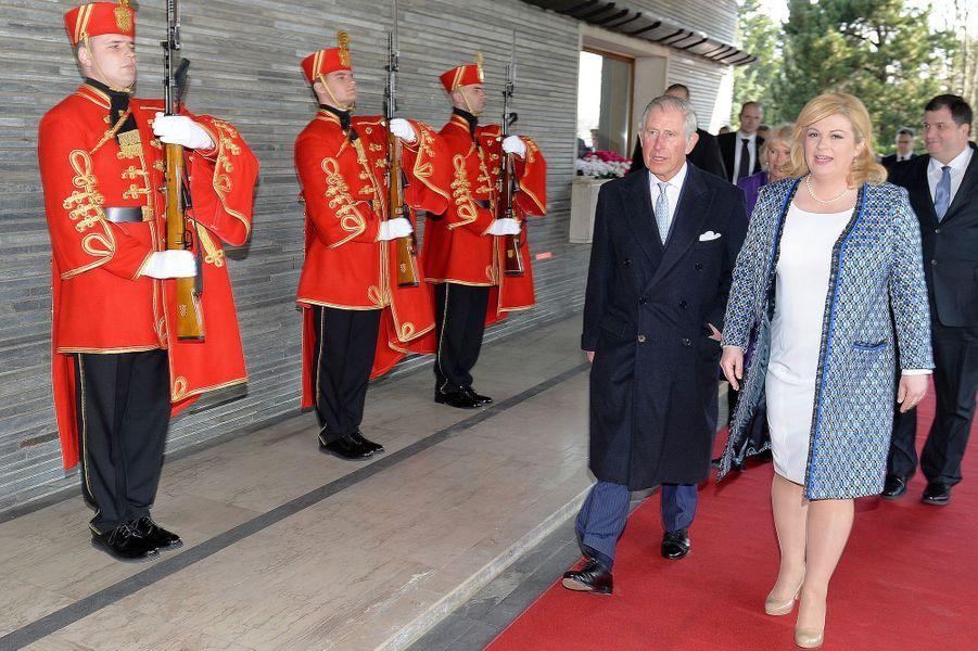 Le prince Charles avec la présidente croate à Zagreb, le 14 mars 2016
