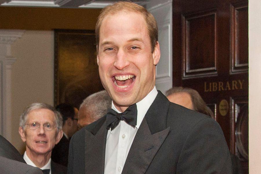 Le prince William confondu avec son grand père éclate de rire, à Londres le 21 novembre 2014