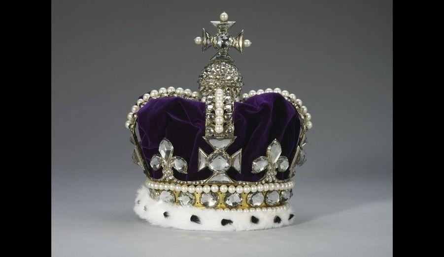 Lorsque l'Italienne Marie de Modène a été couronnée aux côtés de James II en 1685, elle a exigé ses propres insignes. Elle a eu trois couronnes, dont celle-ci destinée aux cérémonies.