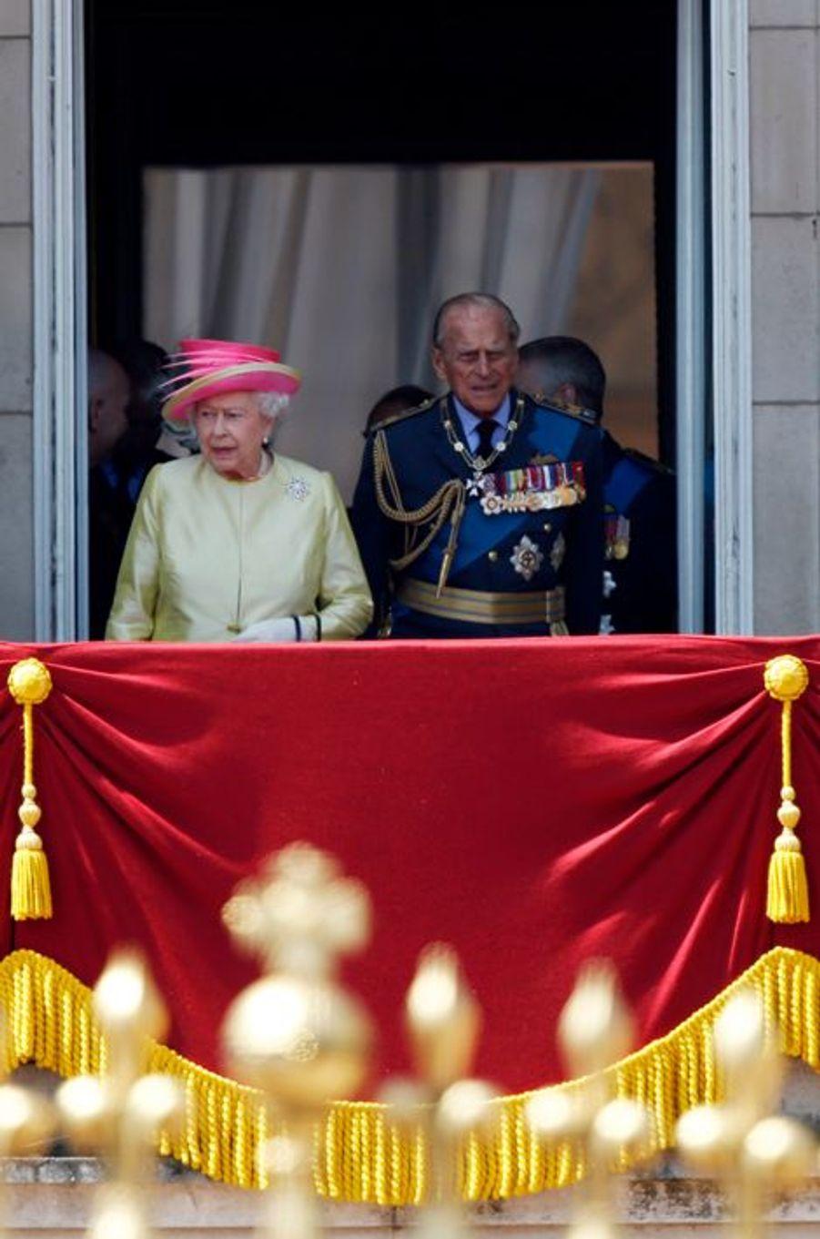 La reine Elizabeth II et le prince Philip au balcon de Buckingham Palace, le 10 juillet 2015