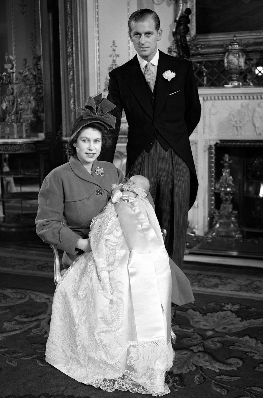 La princesse Elizabeth et le prince Philip, avec le prince Charles, en décembre 1948