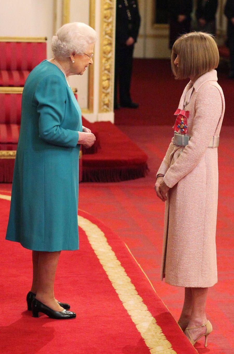 La reine Elizabeth II et Anna Wintour à Londres, le 5 mai 2017