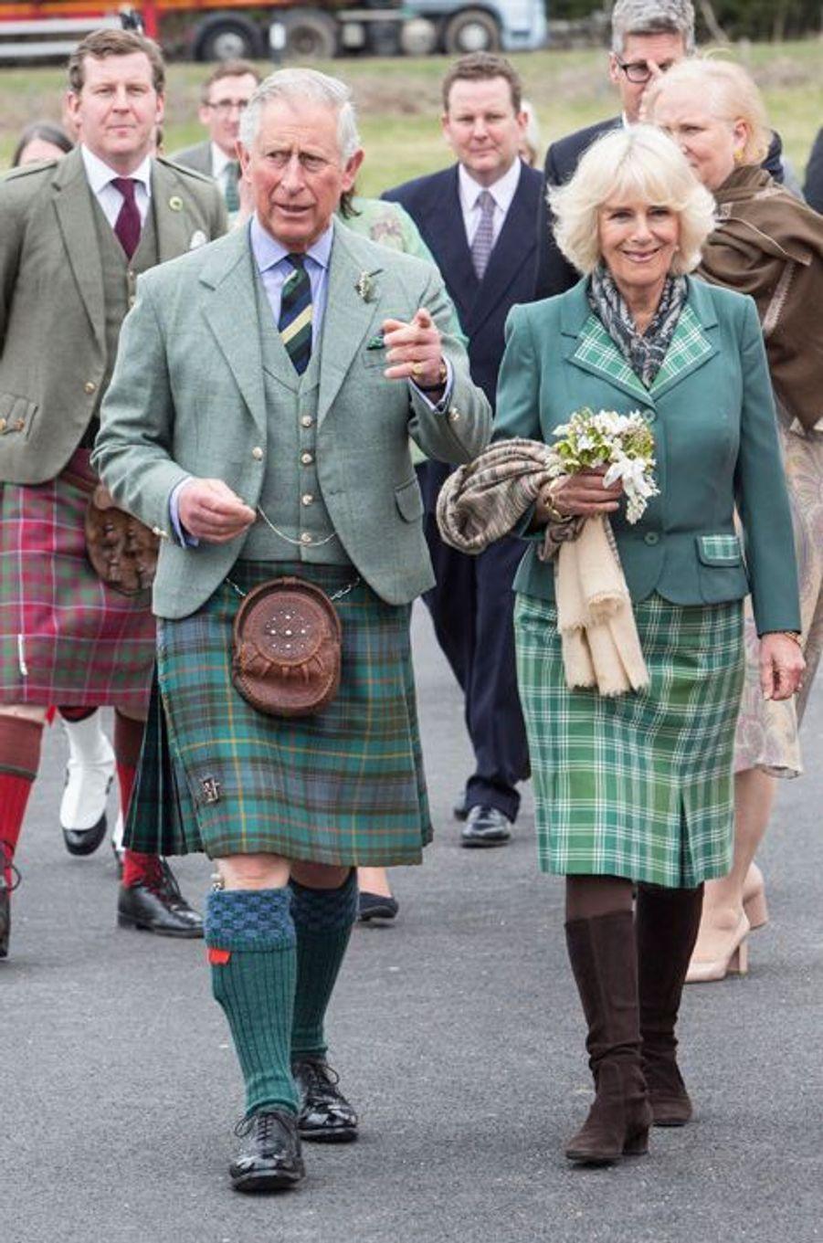 Le prince Charles et Camilla Parker Bowles inaugurent la Ballindalloch Distillery, le 16 avril 2015