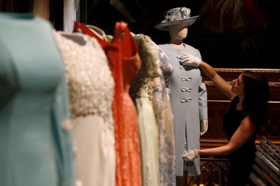 Exposition de la garde-robe de la reine Elizabeth II au château de Windsor