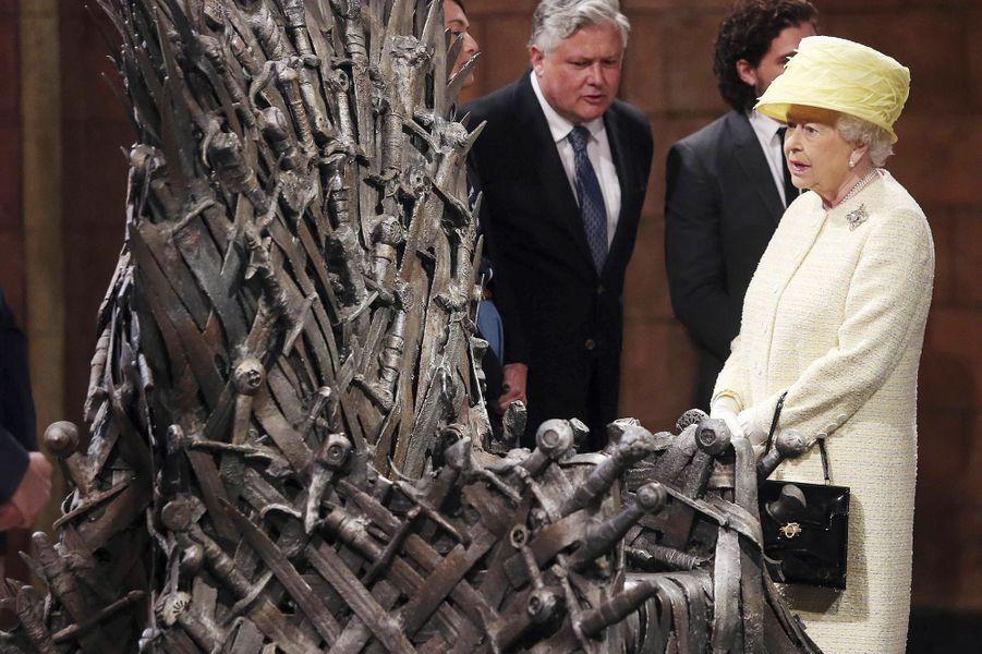 Un trône de fer pour la reine Elizabeth